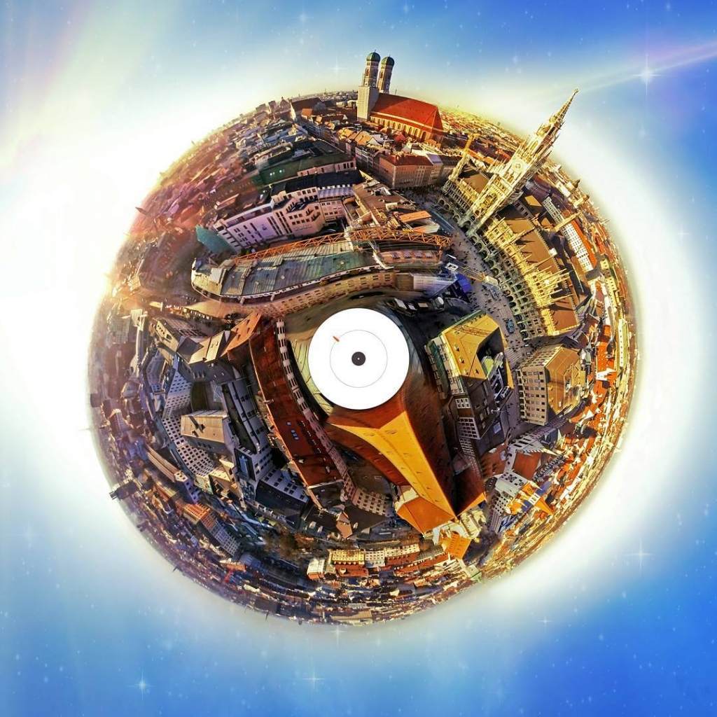 "360° Panorama of Munich, Germany (""Flying Willy"")"